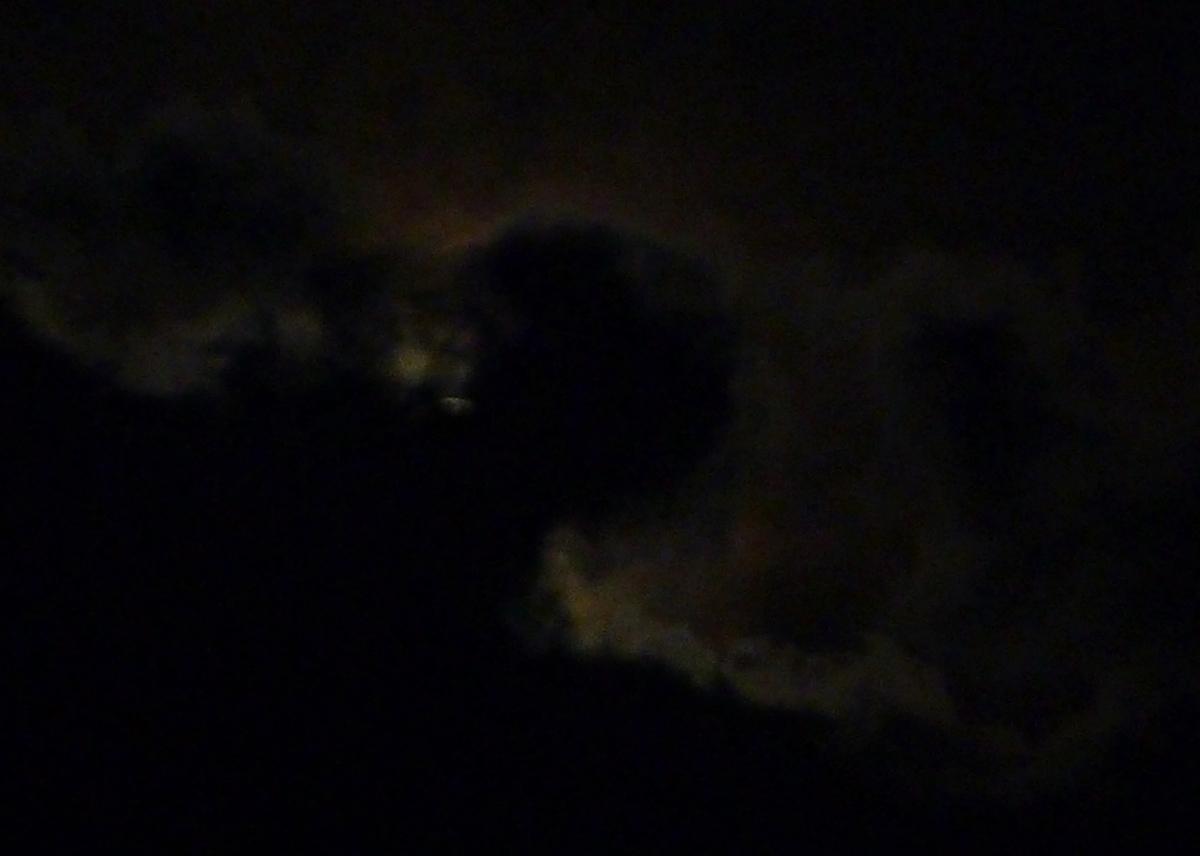 月 隠れ 隠され 隠す 雲