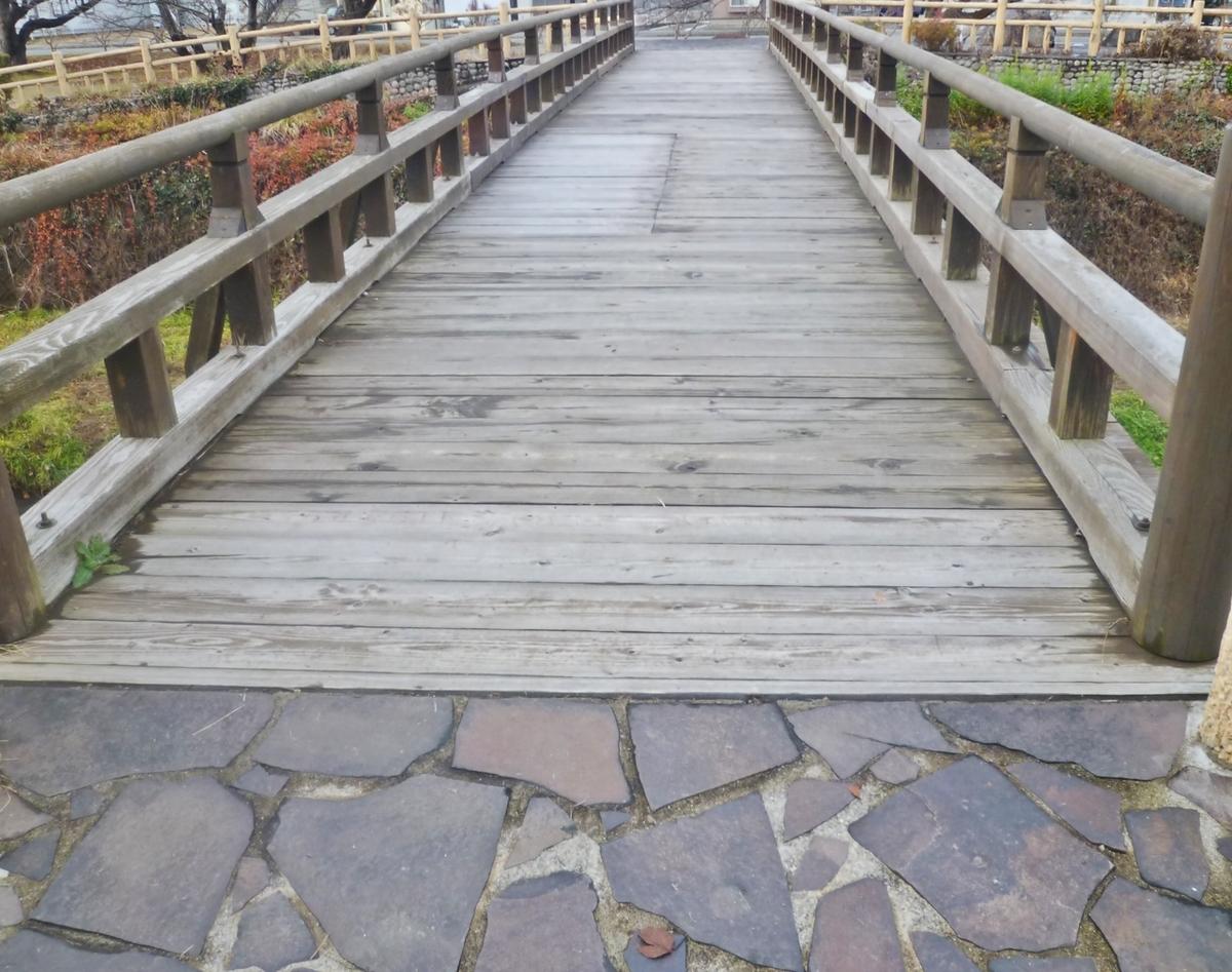 公園の中の橋
