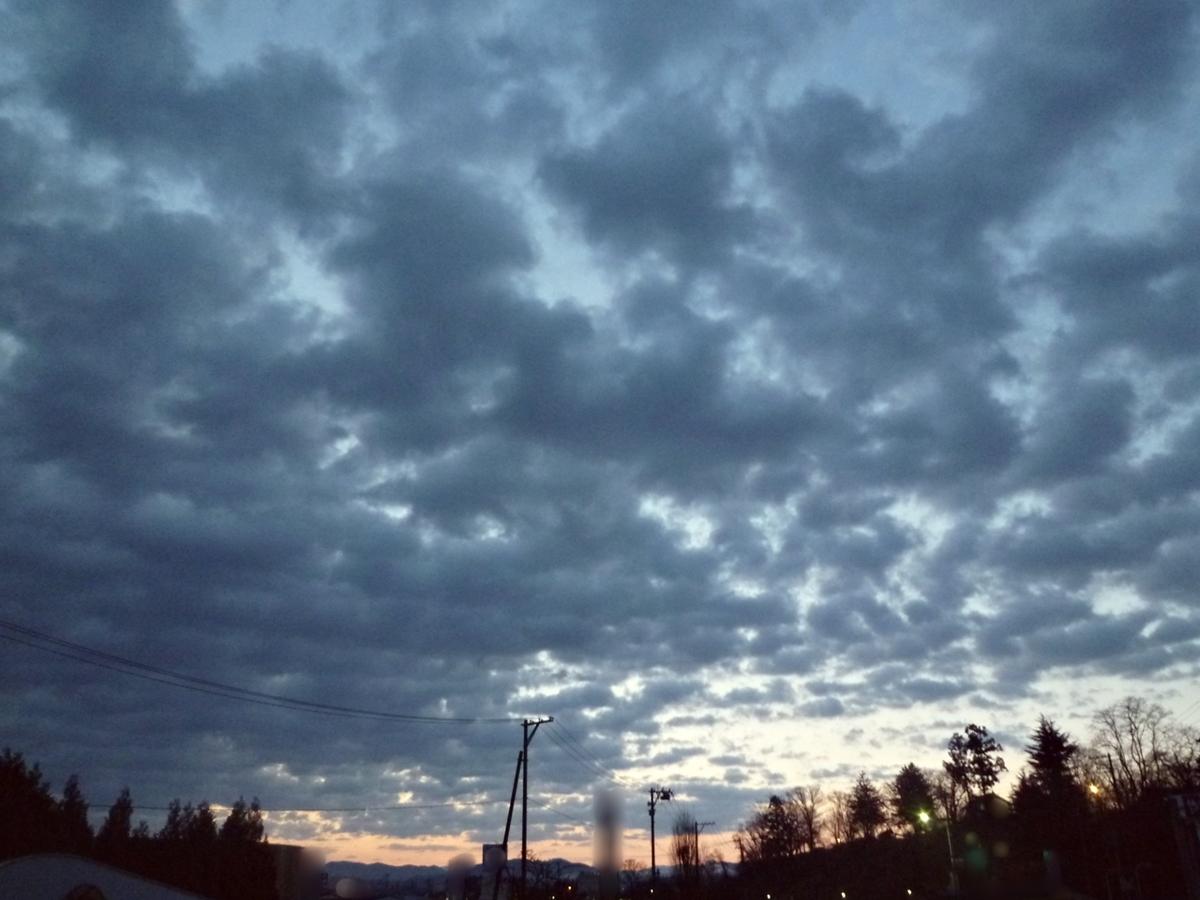 夜明け直前の空