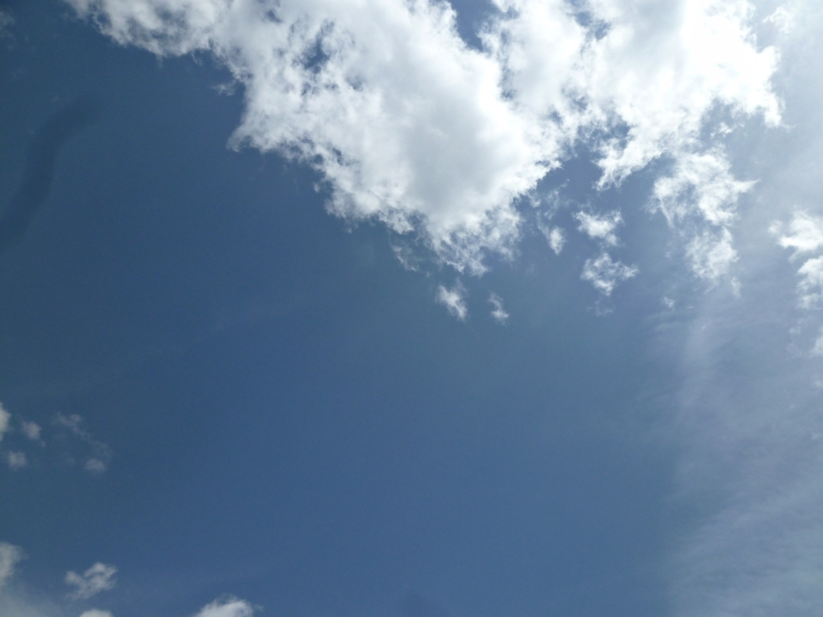 真上の空 青天