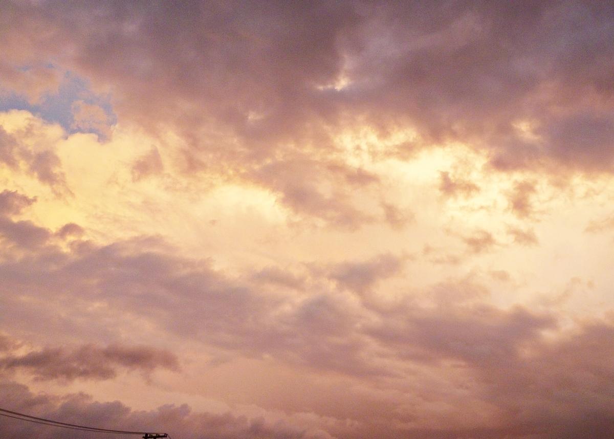 不気味な夕焼け雲