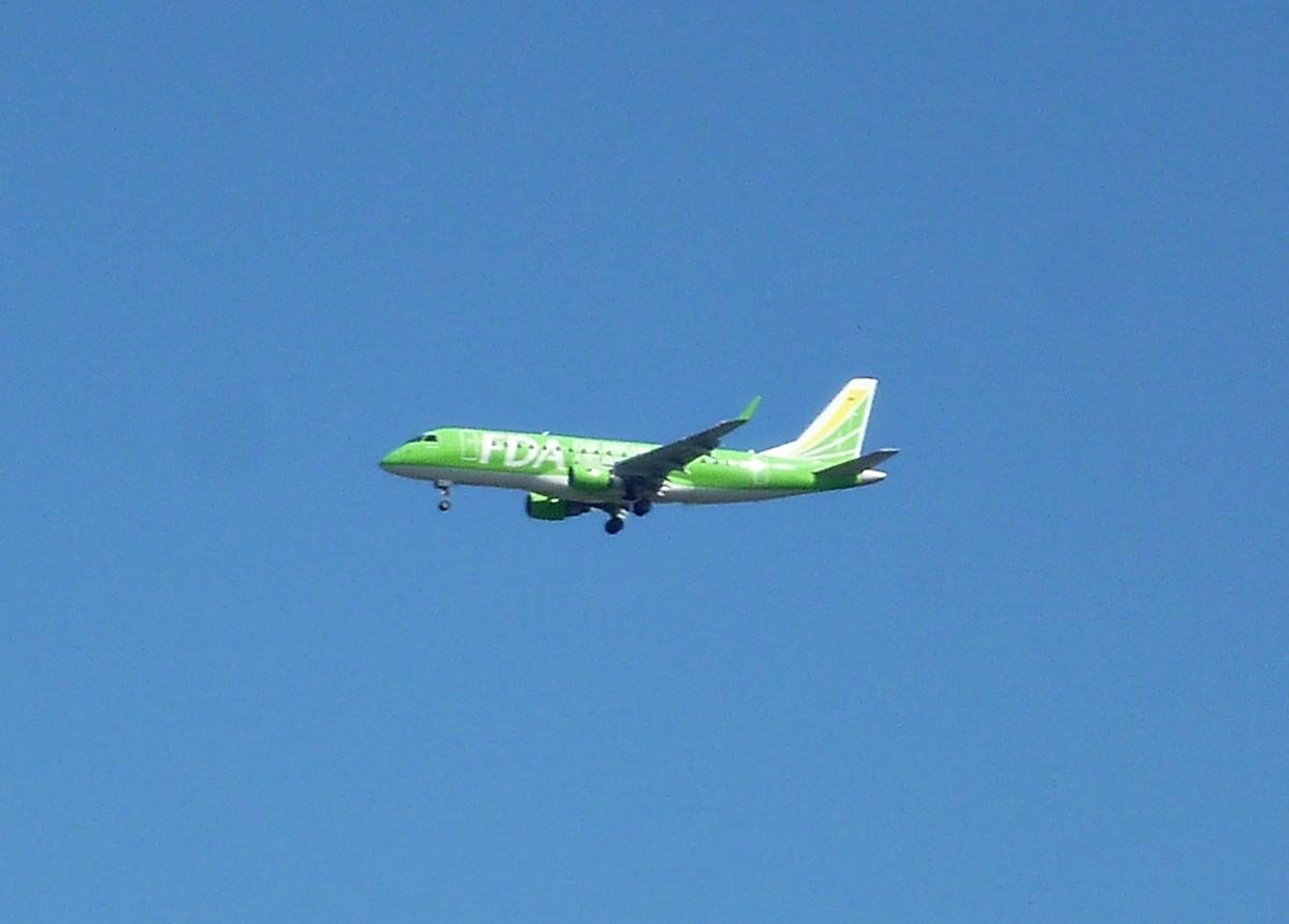 青空と旅客機 FDA 着陸寸前