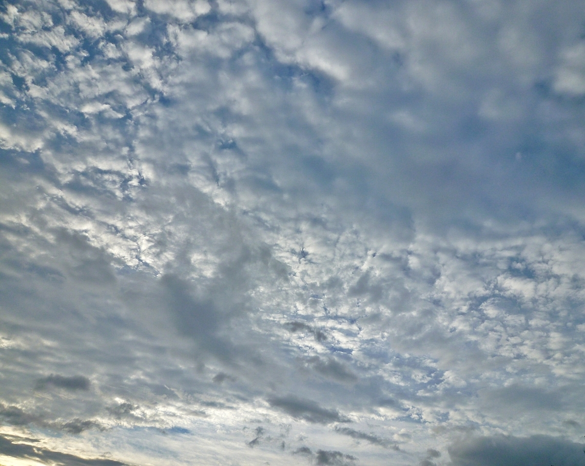 日の出頃の空
