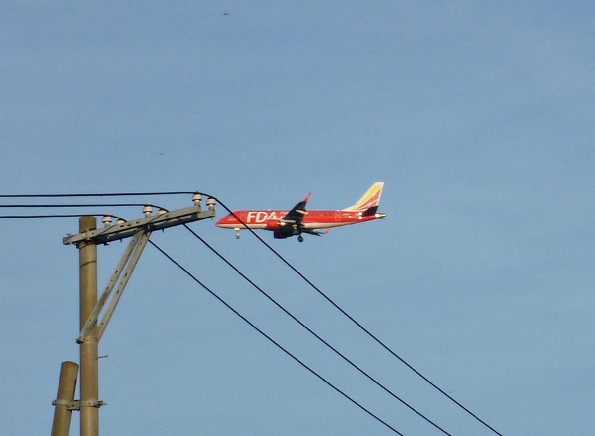 電柱と飛行機
