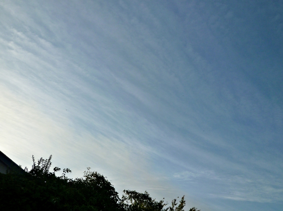 西の空 左に太陽