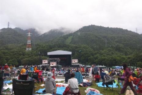 グリーンステージ前にいます。