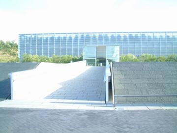 国立国会図書館関西館全景