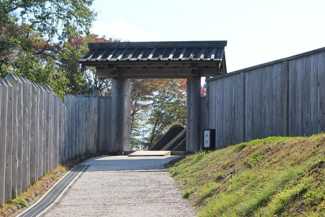 根城の東門