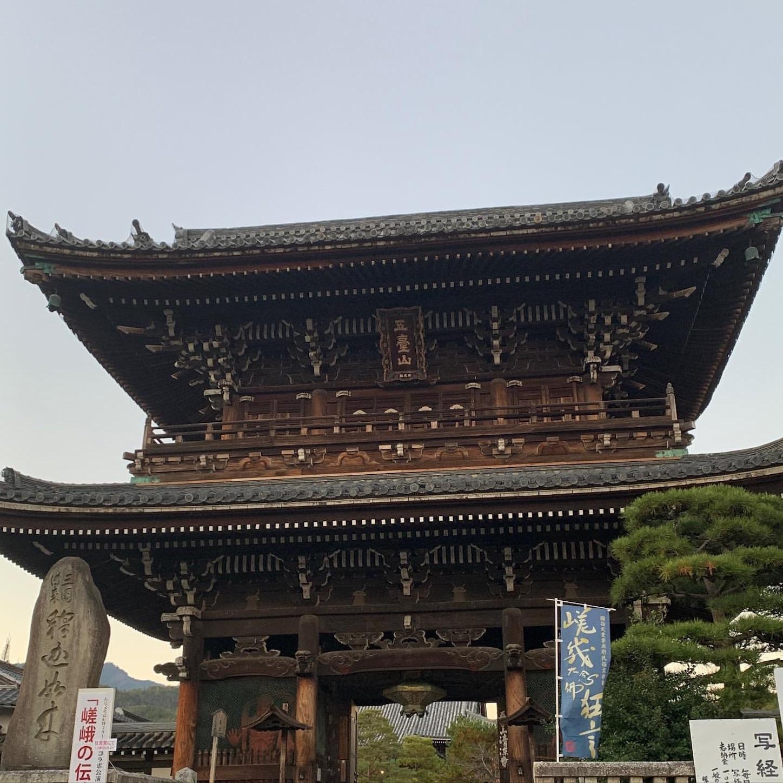 清涼寺の仁王門