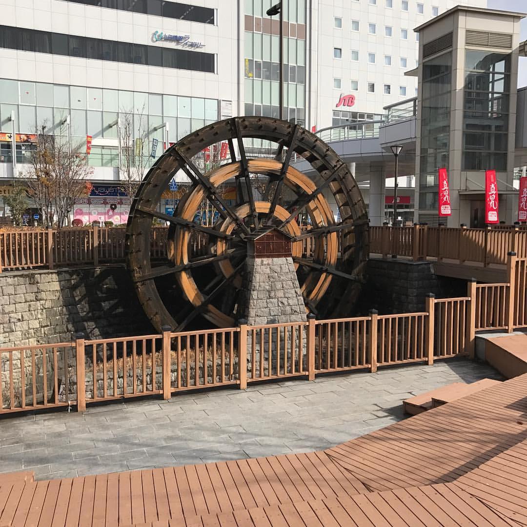 上田駅前の水車