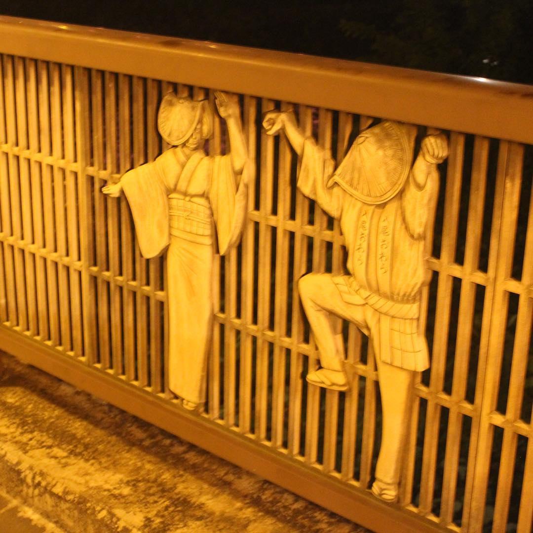 禅寺橋のレリーフ