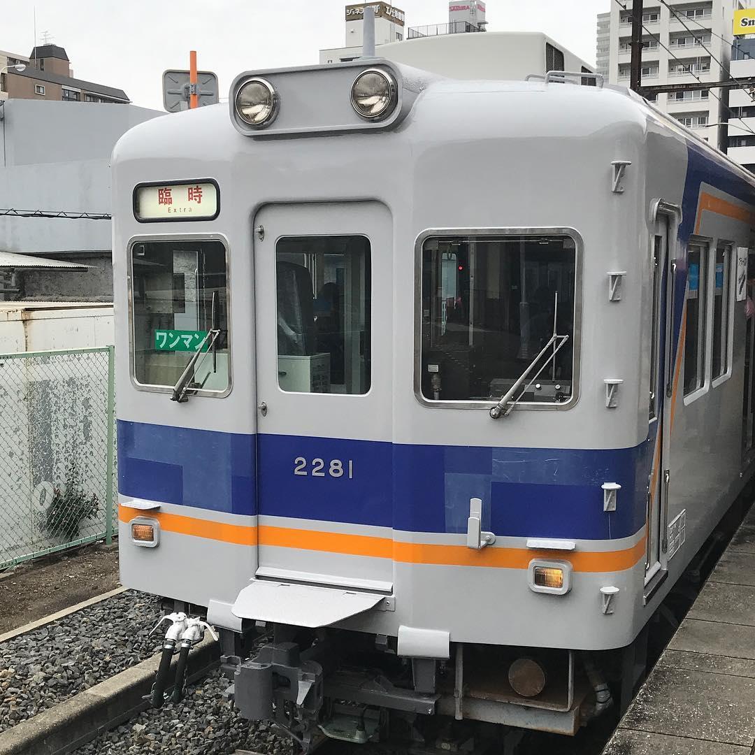 二番線に停車していた臨時列車