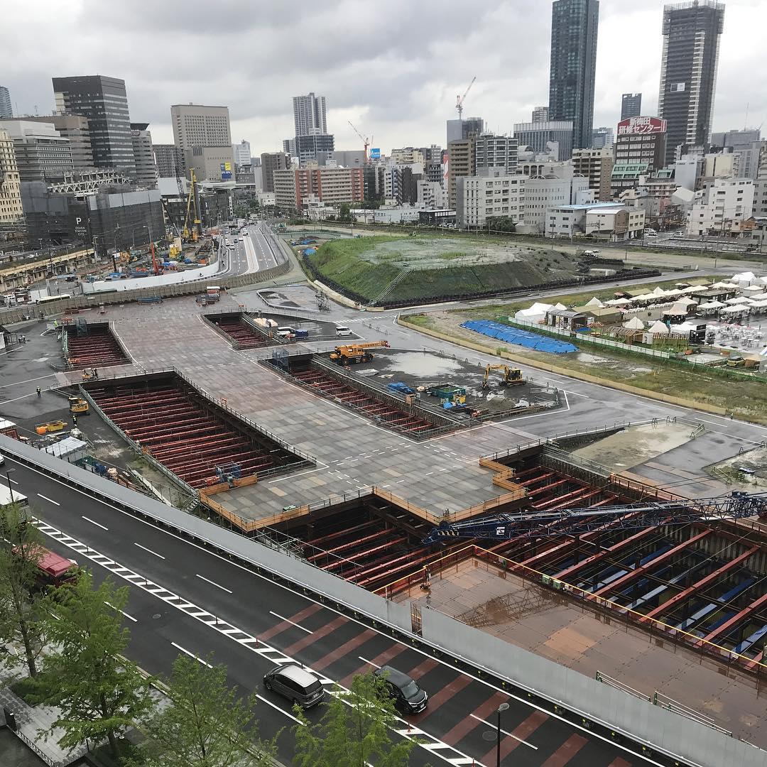 建設中の北梅田駅(仮)