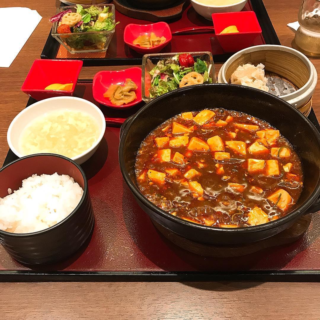 四川餐館の陳麻婆豆腐セット