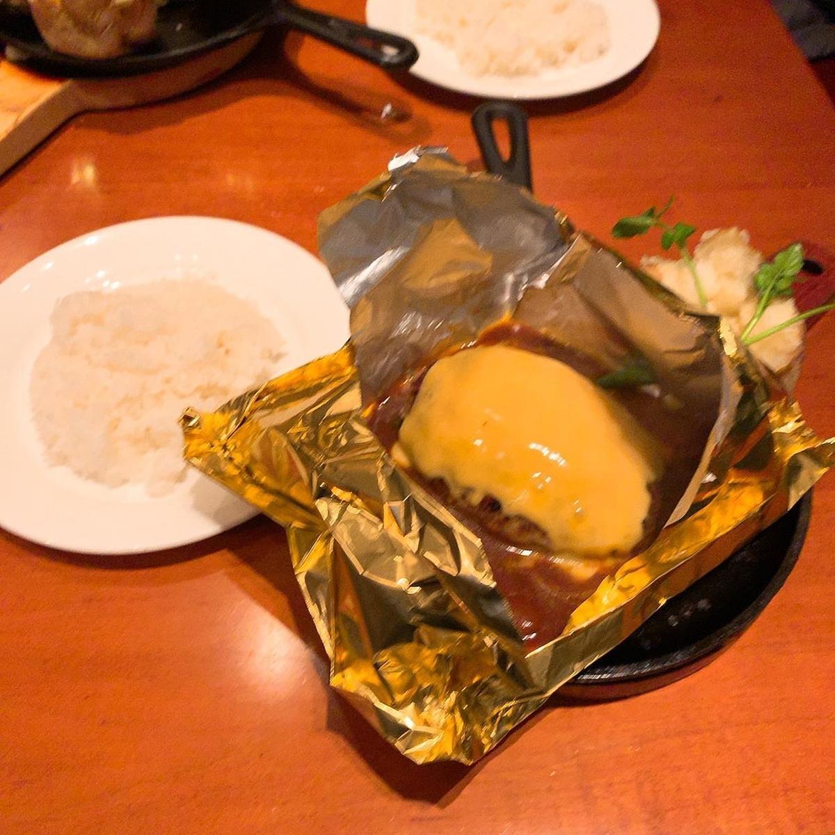 東洋亭のチーズハンバーグ