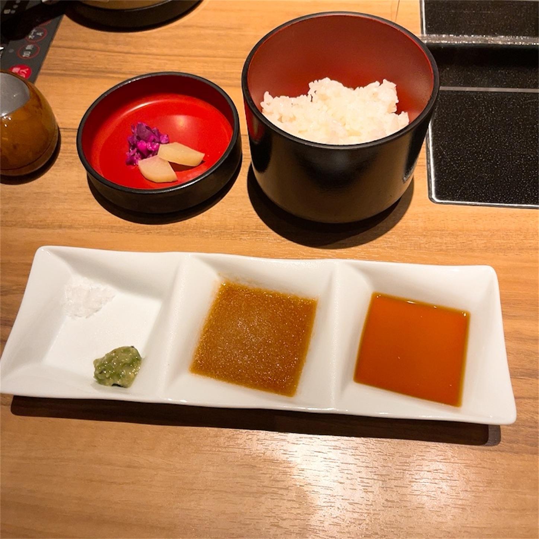 ご飯とステーキソース・塩・わさび