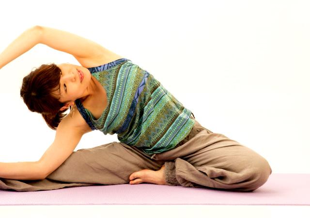 ヨガや気功などのゆっくりとした運動を行って、体と心のバランスを整える