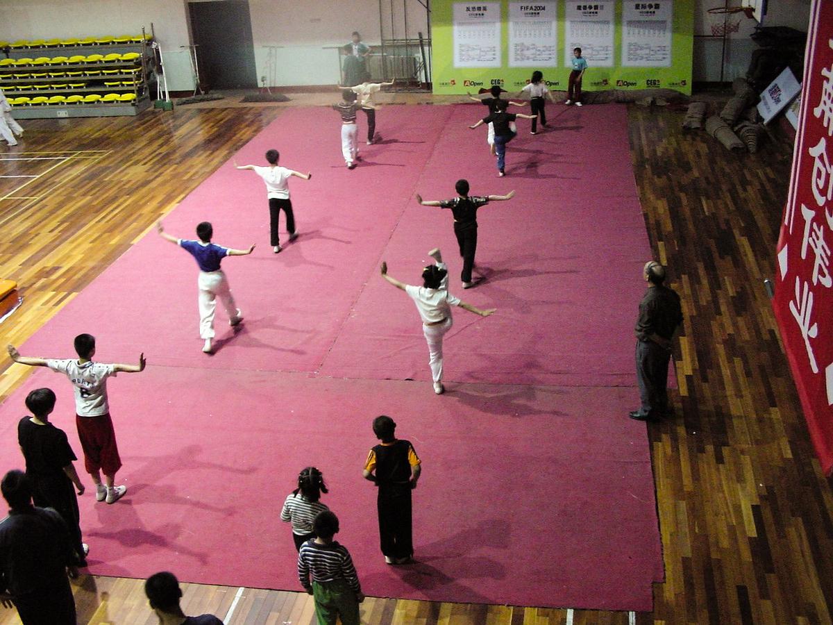 子供カンフー練習風景