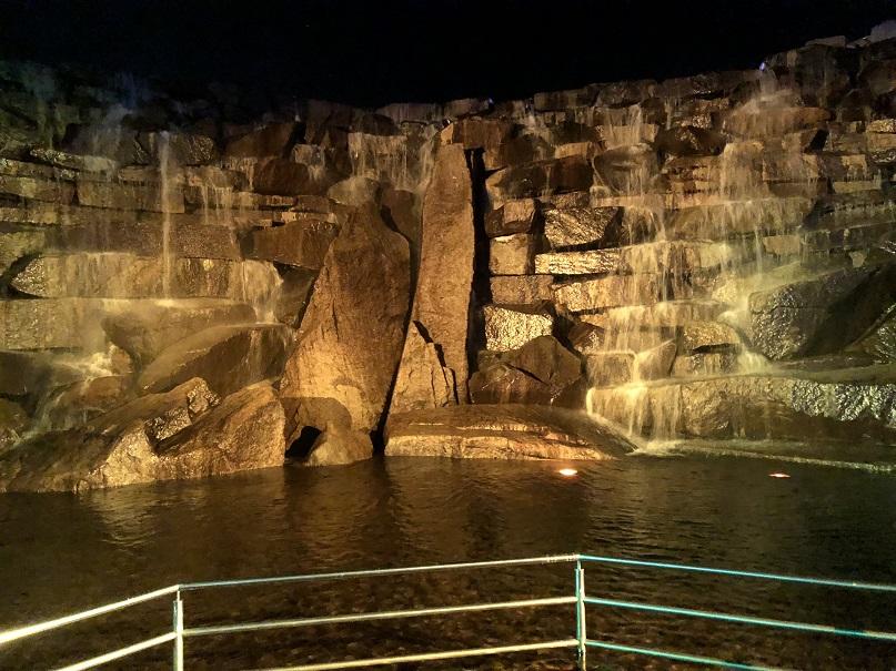 横から見た昇竜の滝