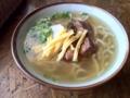 北谷町の謝苅そば、生麺もっちり。あっさり系スープお好みの方はどう
