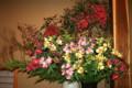 大花瓶の生け花。(22.12.8)