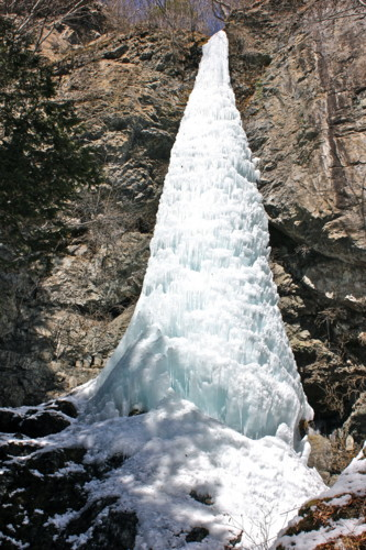 「大禅の滝・氷柱」。(24.2.21)