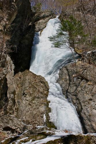 「小禅の滝の氷柱」。(24.2.21)