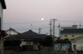 西空に「有明の月」.