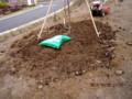 「オキナグサ(翁草)」の植えつけ準備・土作り;」(26.4.29)