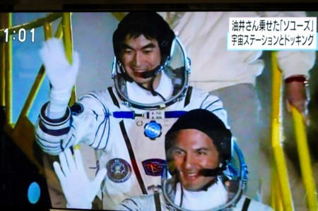 油井亀美也さん 宇宙へ…(テレビ画面)