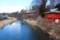 湯川橋上から眺めた、「鼻顔稲荷神社」の全景。829.2.11)