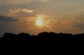日の入り前の太陽が、辺りの雲を染めて。(29.8.5)(18:15)