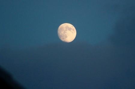 「水無月十四日」のお月さま。(29.8.5)(18:44)