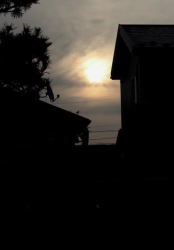 薄雲を透かし、鈍い太陽が…。(29.9.11)(6:20)