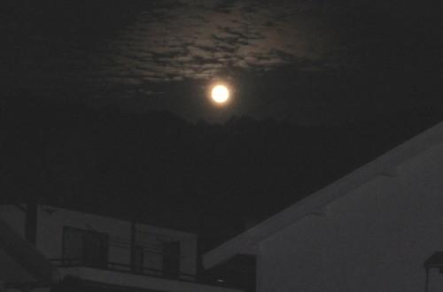 望月で仰ぎ見る「仲秋の満月」。(29.10.5)