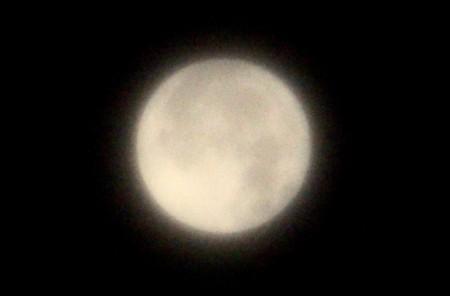 日付が替わり、南中を過ぎた「十六夜の月」。(29.10.6)(0:56)