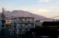 朝日を受けて、赤黒い「浅間山」。(29.11.1)(6:29)