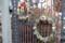 秋山さん宅の門に、オリジナル・「クリスマス・リース」(29.12.24)