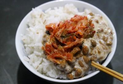 麦入りご飯に、キムチ納豆。(30.1.22)