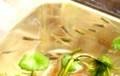 メダカ(目高)たちは、餌を求めて水面に…。(30.1.29)