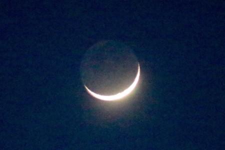 正月三日、三日月さま・地球照。(30.2.18)