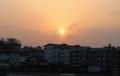 日の入り前、大きく赤い太陽。(30.4.2)(17:45)
