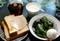 「焼きピーマン」がサラダ代わりのパン食。(30.10.22)