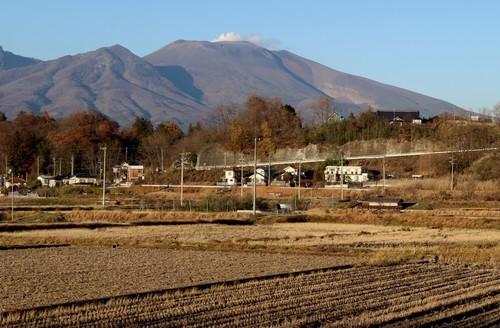 秋い深まる、「田んぼ」、「浅間山」(30.11.20)