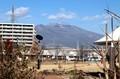 「浅間山」に、積雪の白い筋が…。(30.11.30)