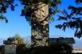 岩村田城址に立つ、「忠霊碑」。(30.12.2)