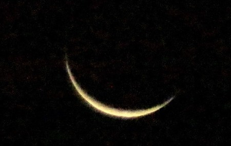 細く輝く、「十月二十七日」の月さま。(30.12.5)(5:35)