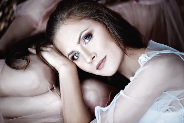 床上手な女性の画像