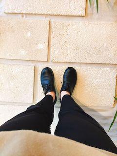 2018年買って良かったものである革靴を履いてる画像