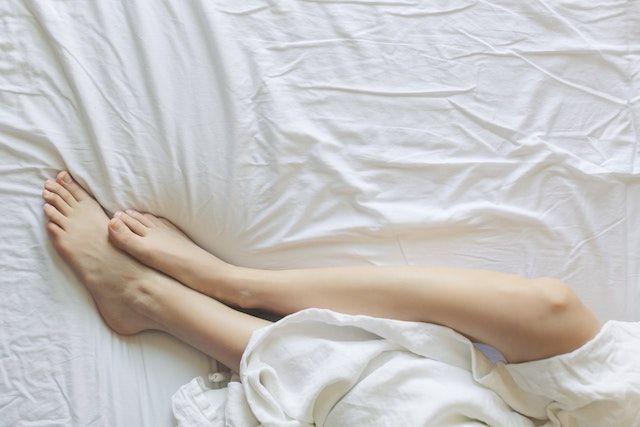 彼氏が遅漏で悩む女性の脚